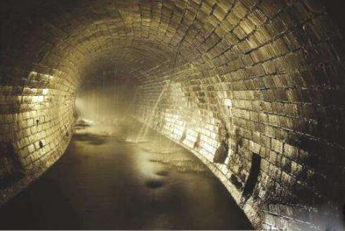 实施城市下水道消毒 武汉投放消毒药剂1963.58吨